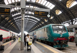 ミラノ中央駅構内の写真素材 [FYI01791083]
