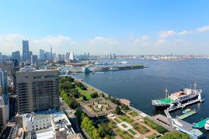 山下公園と横浜港の風景の写真素材 [FYI01791110]