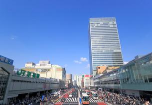 JR新宿駅南口の駅前風景の写真素材 [FYI01791171]