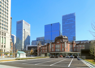 東京駅丸の内駅前広場の写真素材 [FYI01791187]