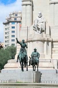 ドンキホーテとサンチョ・パンサの像の写真素材 [FYI01791273]