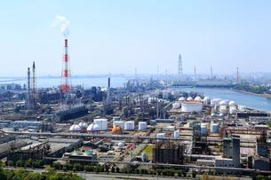 四日市港ポートビルから見る石油コンビナートの写真素材 [FYI01791290]