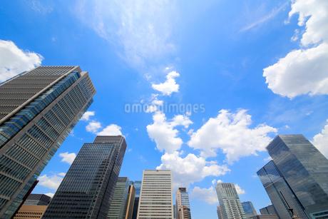 東京駅丸の内口のオフィスビル群の写真素材 [FYI01791296]