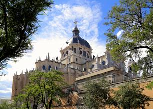 アルムデナ大聖堂の写真素材 [FYI01791356]