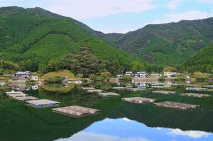 カキの筏式垂下養殖風景の写真素材 [FYI01791396]