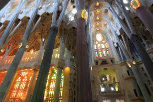 サグラダファミリア聖堂内部の写真素材 [FYI01791599]
