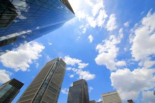 青空と高層ビル群の写真素材 [FYI01791692]