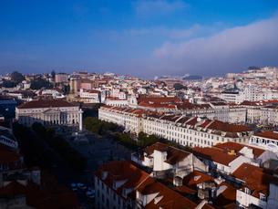 サンタ・ジェスタのエレベータから望むリスボン市街の写真素材 [FYI01791814]