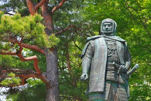 春日山城跡・上杉謙信公銅像の写真素材 [FYI01791858]