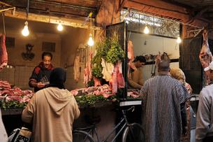 マラケシュ,メディナの肉屋さんの写真素材 [FYI01791859]