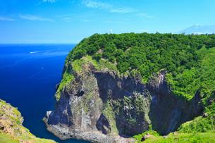 フレペの滝と断崖の写真素材 [FYI01792139]