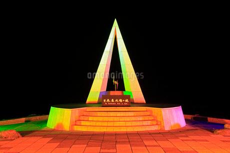 宗谷岬 ライトアップされた日本最北端の地碑 の写真素材 [FYI01792200]