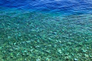 真栄田岬から望む海の写真素材 [FYI01792397]