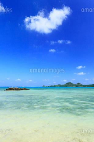 沖縄・石垣島 底地ビーチの写真素材 [FYI01792674]
