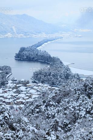 雪景色の天橋立 飛龍観の写真素材 [FYI01792748]