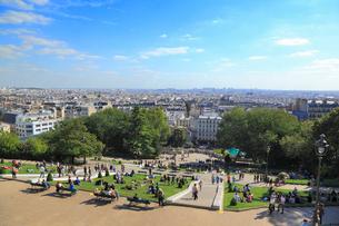 モンマルトルの丘から望むパリ市街の写真素材 [FYI01792892]