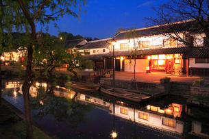 倉敷美観地区のライトアップ夜景の写真素材 [FYI01792956]