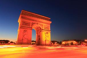 エトワール凱旋門の夜景の写真素材 [FYI01793111]