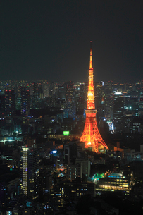 東京タワーと都内の夜景の写真素材 [FYI01793114]