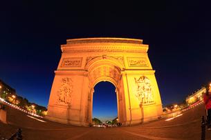 エトワール凱旋門の夜景の写真素材 [FYI01793203]