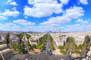 エトワール凱旋門から望むパリ市街の写真素材 [FYI01793377]