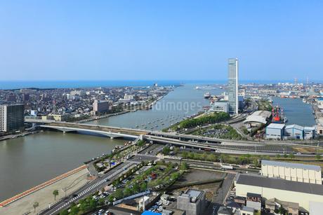 メディアシップから望む新潟市街展望と信濃川の写真素材 [FYI01793393]
