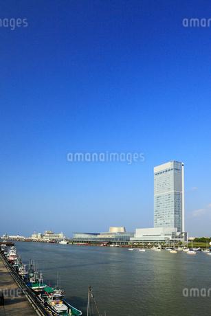朱鷺メッセと信濃川の写真素材 [FYI01793405]