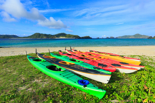 慶良間諸島,座間味島の阿真ビーチ,カヌーの写真素材 [FYI01793670]