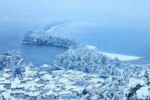 雪景色の天橋立 飛龍観の写真素材 [FYI01793709]