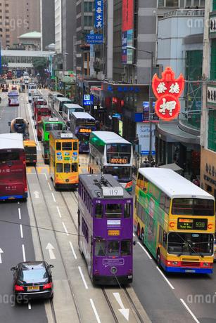 香港島・中環のビル群とトラムの写真素材 [FYI01793760]