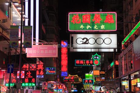 九龍・旺角の夜景,ネオンの看板の写真素材 [FYI01793971]