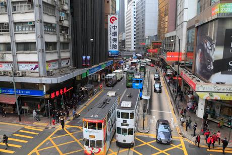 香港島・中環のビル群とトラムの写真素材 [FYI01794031]