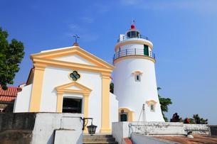ギアの要塞,ギアの灯台と教会の写真素材 [FYI01794239]