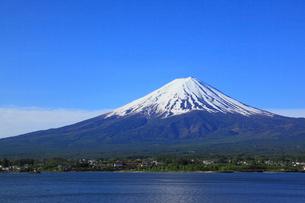 河口湖畔の大石公園から望む富士山の写真素材 [FYI01794563]