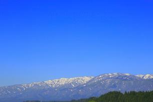 朝日連峰の山並みの写真素材 [FYI01794651]