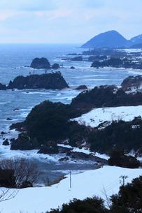 雪景色の丹後松島の写真素材 [FYI01795057]