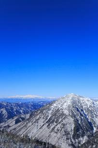 西穂高口駅屋上展望台から望む雪景色の北アルプスの写真素材 [FYI01795109]