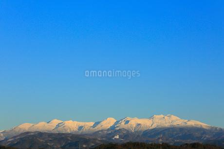 夕日に染まる冠雪の北アルプスの写真素材 [FYI01795123]