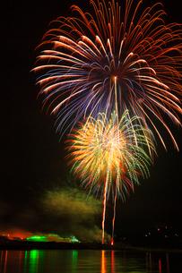 吉野川祭り納涼花火大会の写真素材 [FYI01795172]