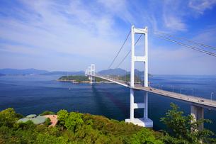 糸山公園の展望台から望む来島海峡と来島海峡大橋の写真素材 [FYI01795618]