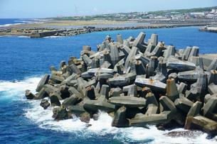 奄美群島 沖永良部島・和泊港のテトラポットの写真素材 [FYI01795703]