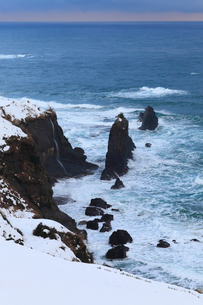 雪景色の屏風岩の写真素材 [FYI01796090]