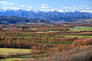 秋の十勝平野と日高山脈の写真素材 [FYI01796664]
