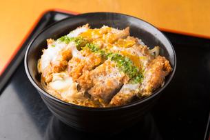 かつ丼定食の写真素材 [FYI01796937]