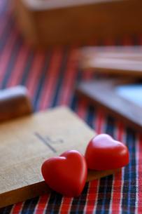 バレンタイン,ハートのチョコレート,赤色の写真素材 [FYI01797187]
