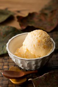 柿のアイスクリームの写真素材 [FYI01797214]