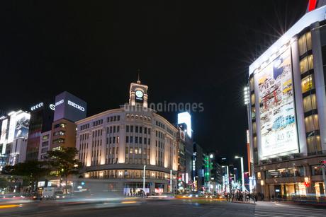 銀座駅周辺の夜景の写真素材 [FYI01797372]