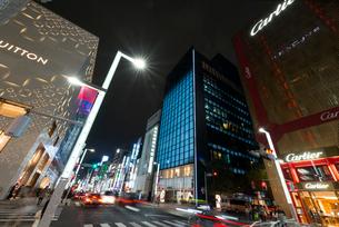 銀座駅周辺の夜景の写真素材 [FYI01797388]