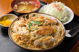 かつ丼定食の写真素材 [FYI01797394]
