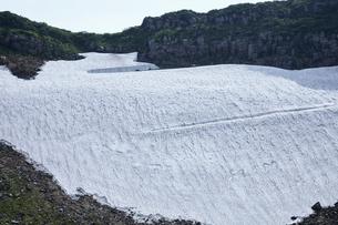 鳥海山の雪渓の写真素材 [FYI01797402]
